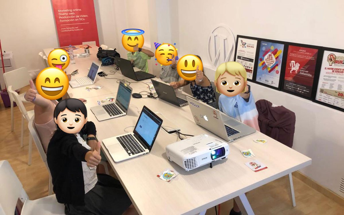 Niños en taller de WordPress